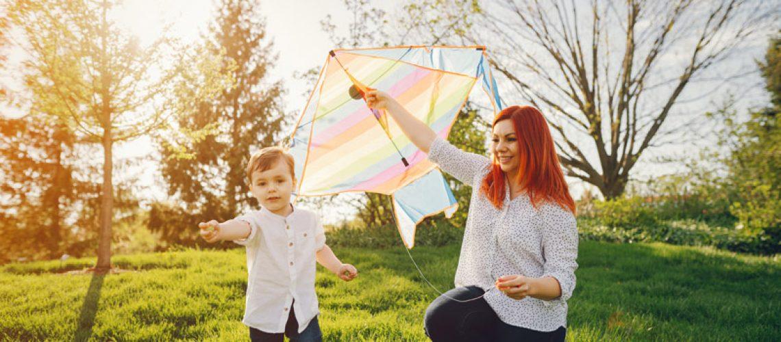 cute-family-in-a-sunny-park-3V7Q6XF.jpg